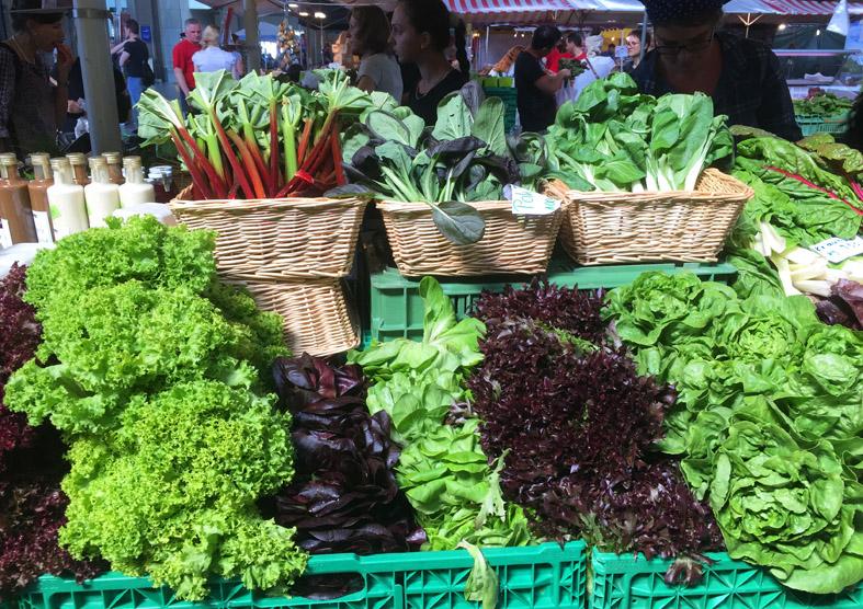 Ein bunter Marktstand in der Region – Für mich der Inbegriff von Cleaneating.