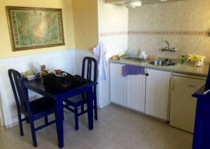 Die Küchenecke in meinem Appartement in Puerto de la Cruz – klein, aber funktional.