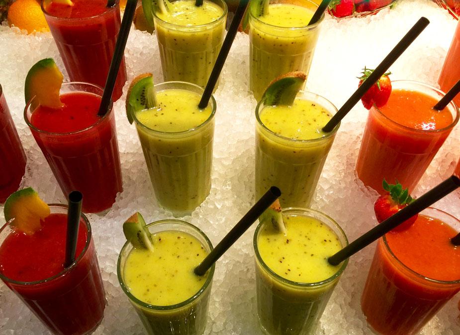 Immer öfters ist es auch in Restaurants möglich, leichte und doch sättigende Rohköstlichkeiten als Mittagessen zu geniessen.