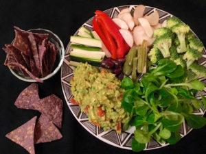 Meistgesehen: Avocado als klassische Guacamole auf einer Dipplatte und/oder zu Mais-Chips.