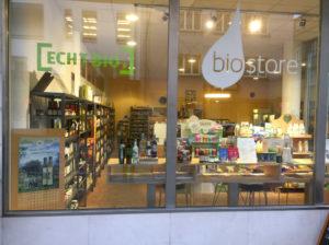 Das lichtdurchflutete moderne Ladenlokal von Biostore.