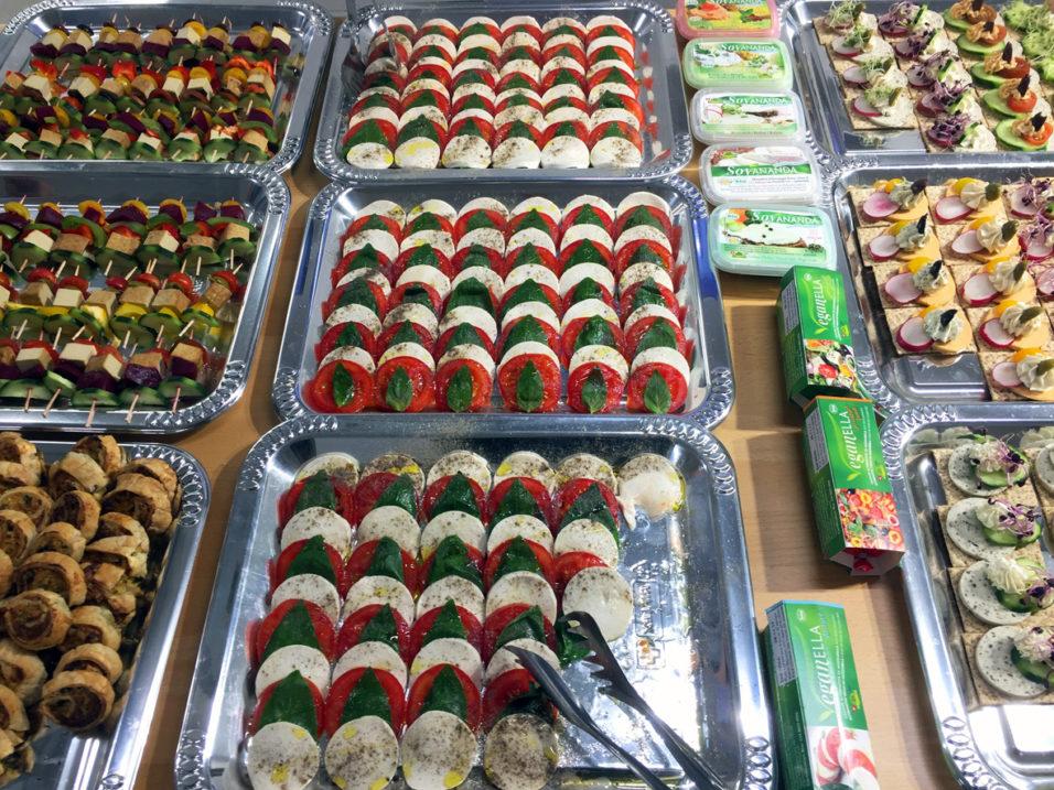 Das Schlaraffenland-Buffet lässt keine Wünsche offen und zeigt eindrücklich, wie vielseitig veganes Essen sein kann.